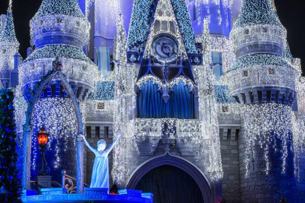 "Queen Elsa from ÒFrozenÓ Transforms Cinderella Castle in ""A Frozen Holiday Wish"""