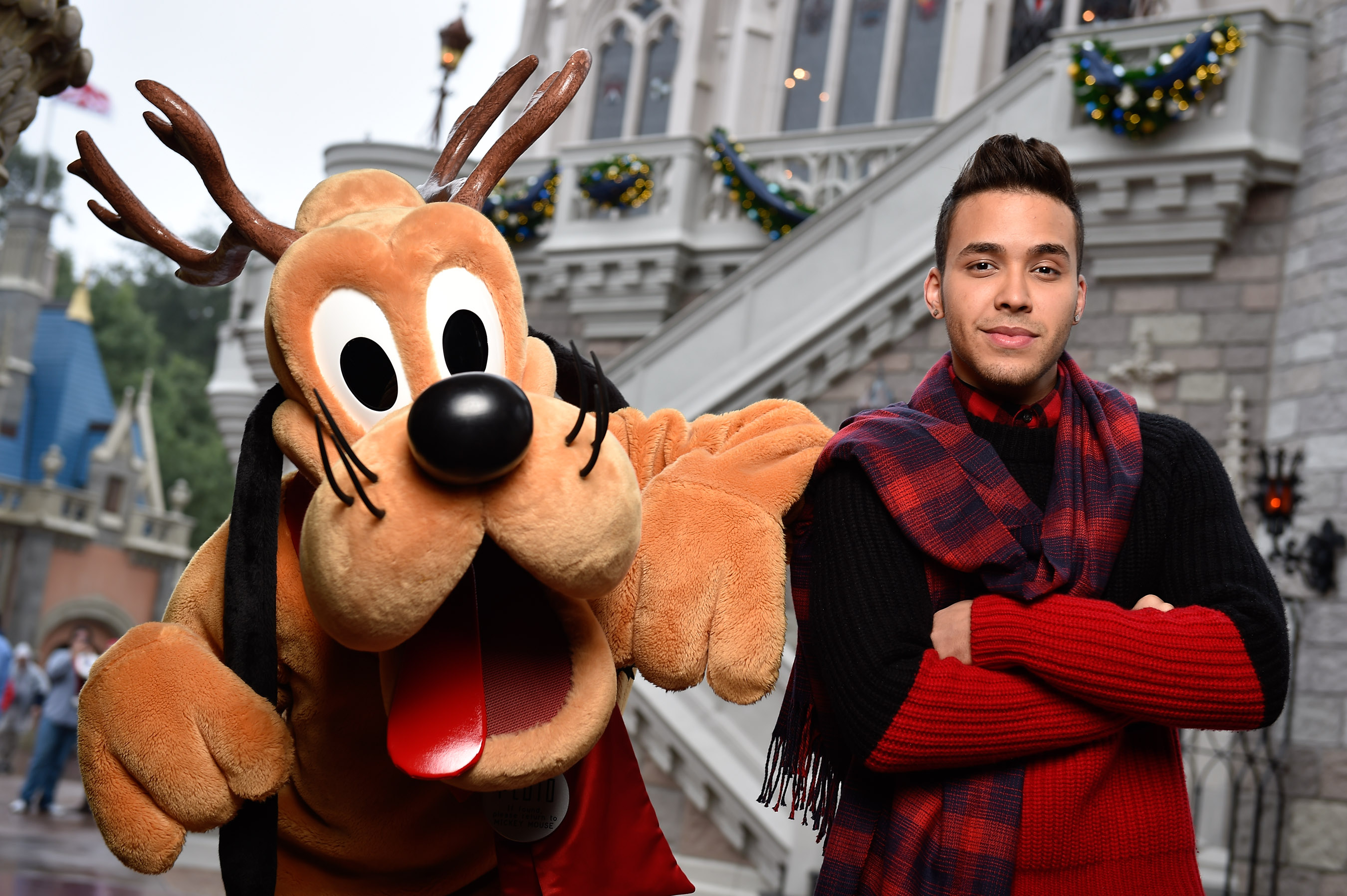 Frozen Christmas Special.Prince Royce Tapes Disney Parks Frozen Christmas Celebration
