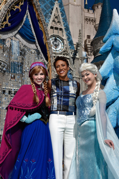Robin Roberts with Anna and Elsa ©Disney