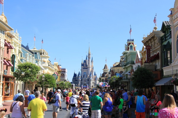 Main Street USA, Magic Kingdom ©PixieDustDaily
